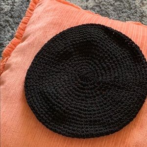 GAP • black beret hat woven